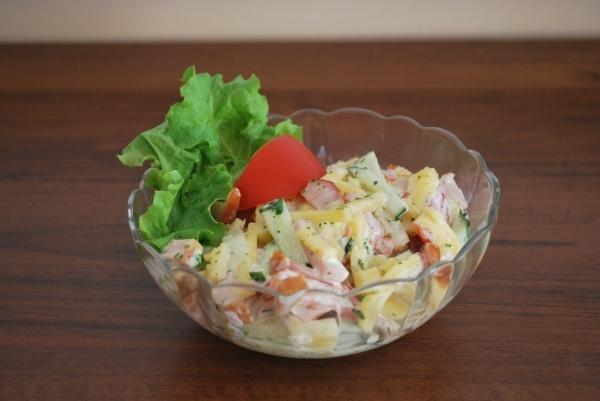 Salaterka z sałatką - Kliknięcie spowoduje wyświetlenie powiększenia zdjęcia