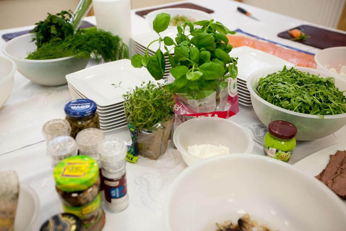 Warzywa zielone na stole - Kliknięcie spowoduje wyświetlenie powiększenia zdjęcia