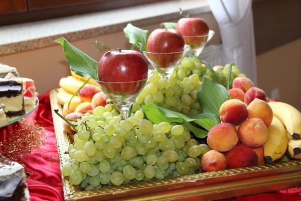 Stół z owocami - Kliknięcie spowoduje wyświetlenie powiększenia zdjęcia