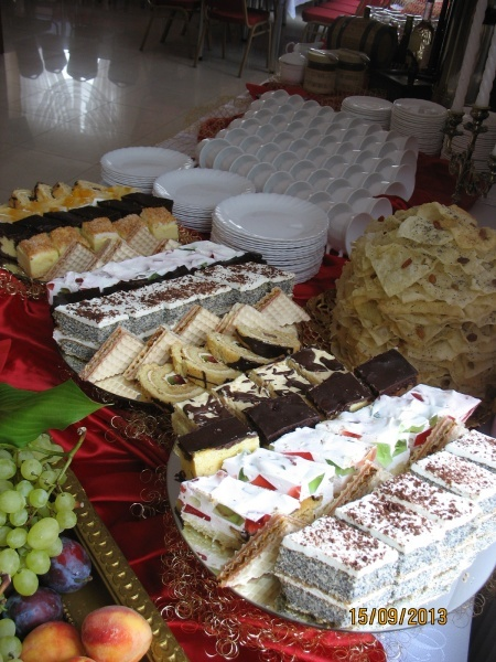 Stół z ciastami - Kliknięcie spowoduje wyświetlenie powiększenia zdjęcia